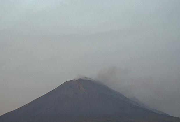 Popocatépetl registra 93 exhalaciones y 886 minutos de tremor