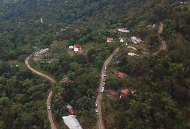 Caen policías a barranco de 500 metros en Zoquitlán; uno muere