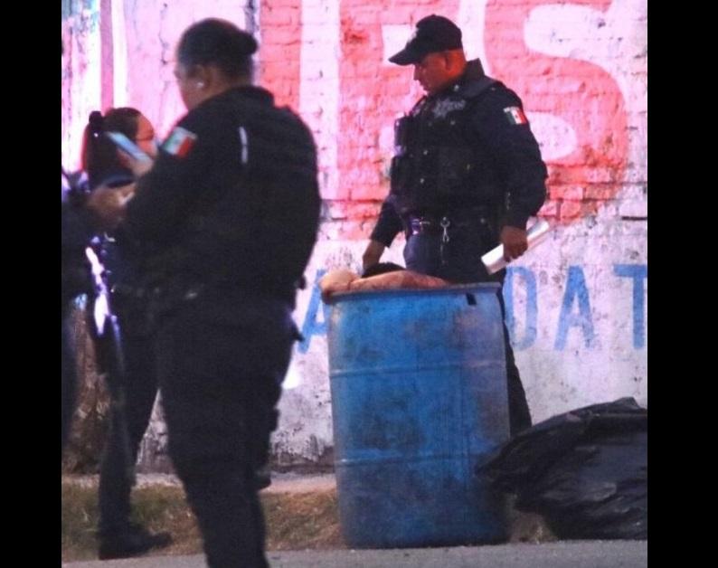 Abandonan cuerpo entambado en colonia al sur de Puebla