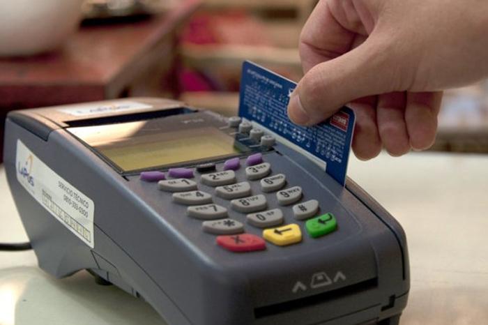 El 60% de poblanos da tarjetazo para pagar vacaciones y útiles