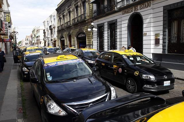 Taxistas podrían perder sus vehículos por falta de pasaje en Tehuacán