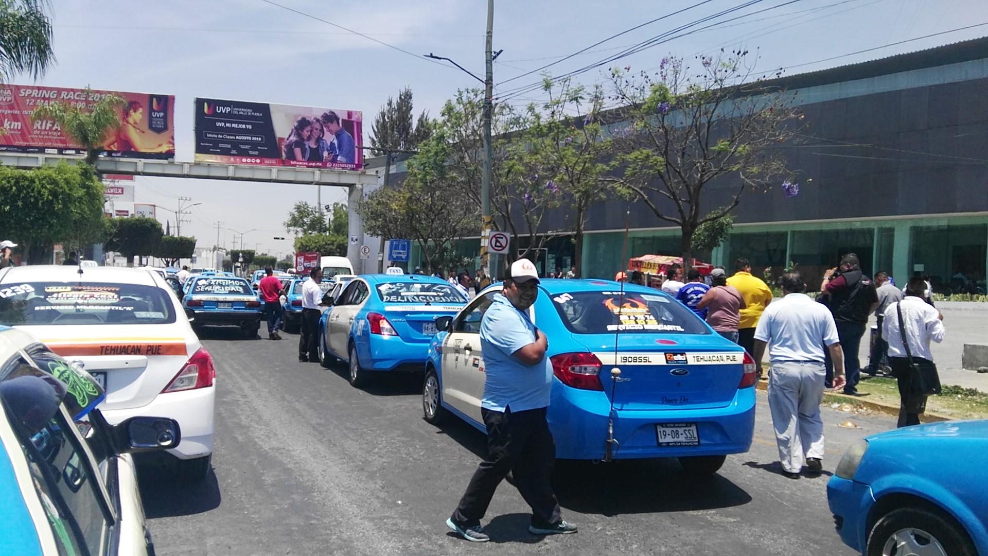 Taxistas en Tehuacán exigen más seguridad