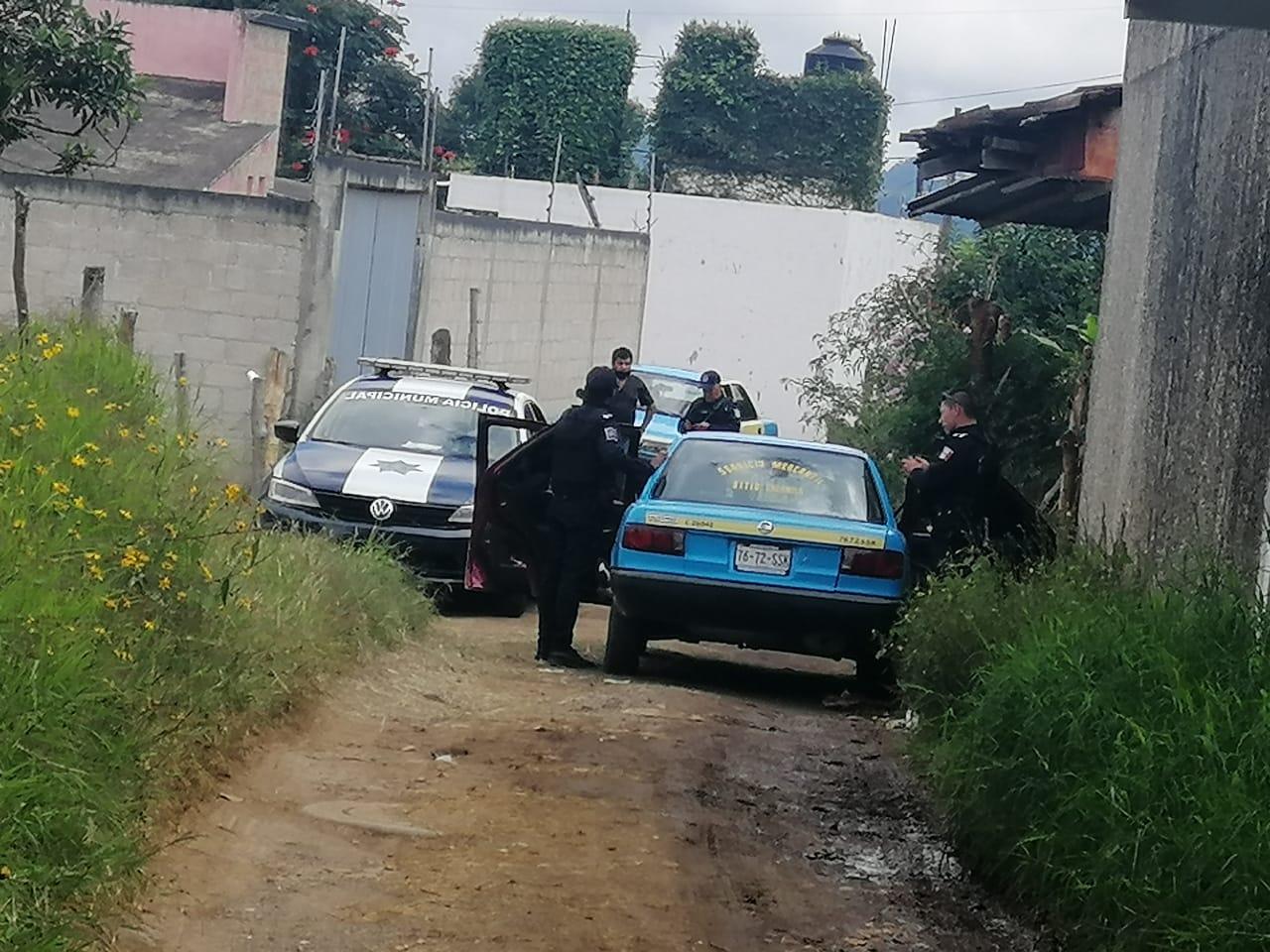 Navajean y asaltan a taxista en Huauchinango