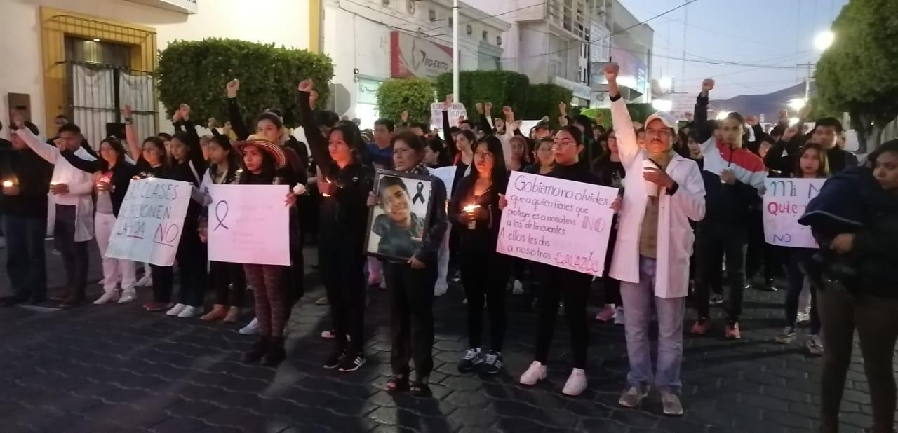 En Tehuacán estudiantes marchan en silencio para exigir justicia
