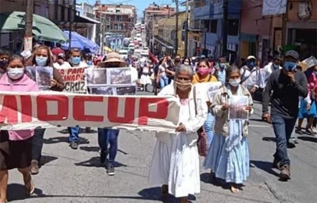 Por falta de apoyos se manifiestan pobladores de Teziutlán