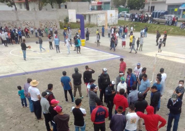Arman reta de basquetbol en canchas de Tepeaca pese a Covid-19