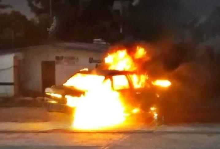 Queman pobladores automóvil de ladrones en Tepeyahualco