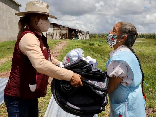 Apoya a damnificados del huracán Grace en Tetela, Teziutlán y Cuetzalan