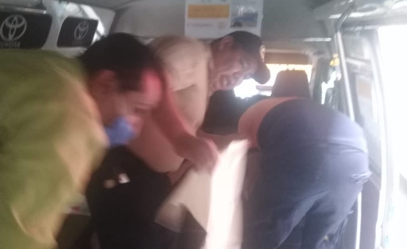 Joven mujer da a luz en pleno transporte público de Teziutlán
