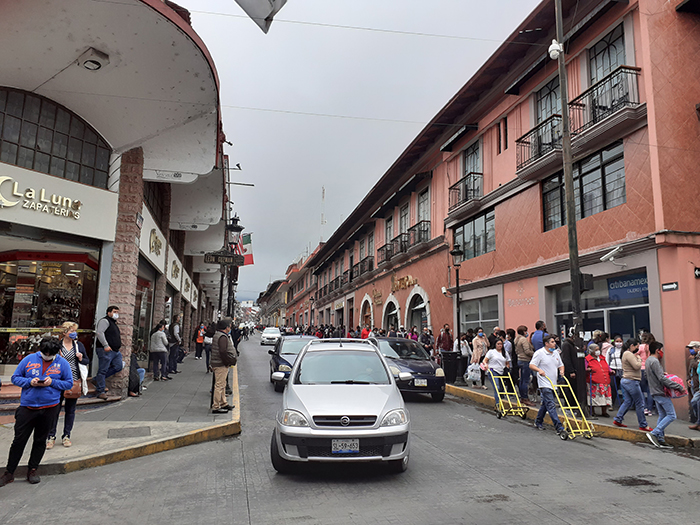 En Teziutlán nueva normalidad inicia sin sana distancia y con aglomeraciones