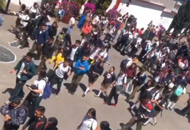 VIDEO En Tik Tok difunden emergencia en escuela de Teziutlán por Covid-19
