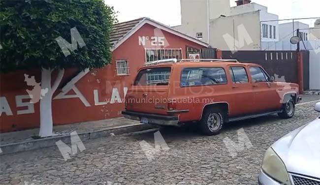 VIDEO Le dan el tiro de gracia a joven y lo dejan en vehículo en calles de Puebla capital