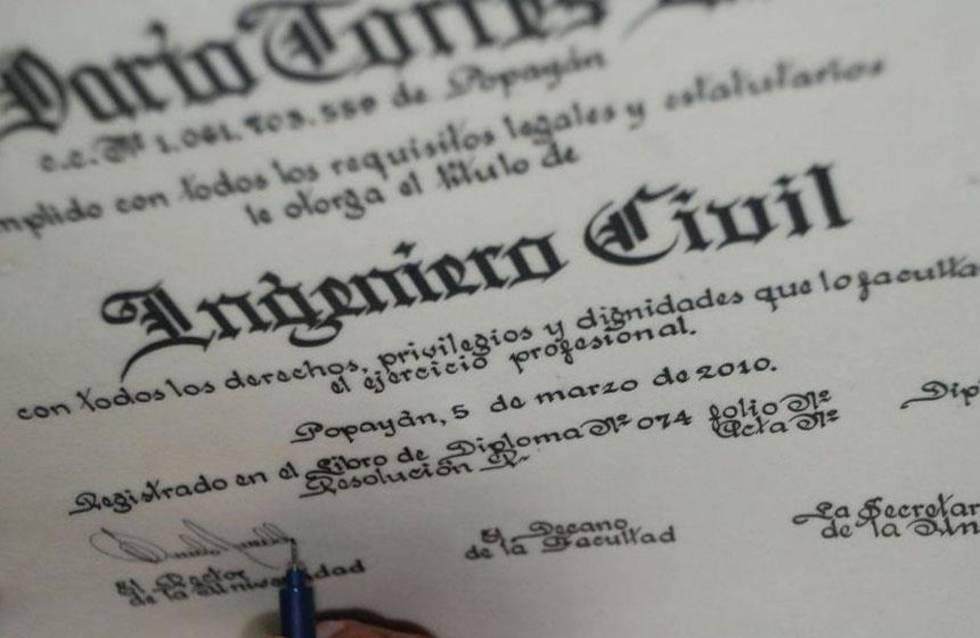 Vendían en Facebook a 5 mil pesos títulos profesionales en Puebla