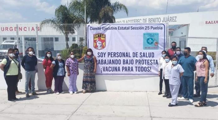 Personal de hospital en Tlacotepec protestan por falta de vacuna COVID