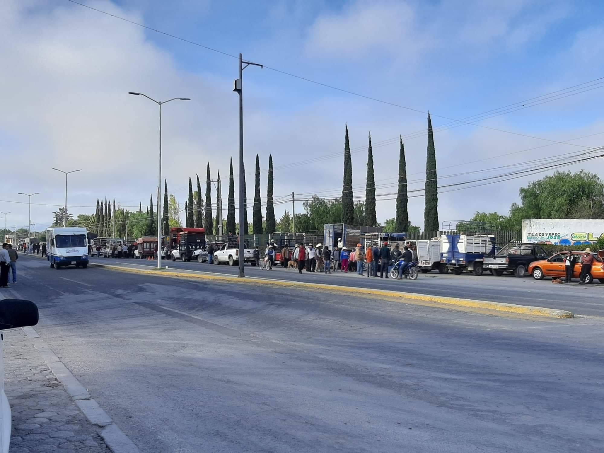 Ganaderos incumplen acuerdo e instalan tianguis en Tlacotepec y Yehualtepec