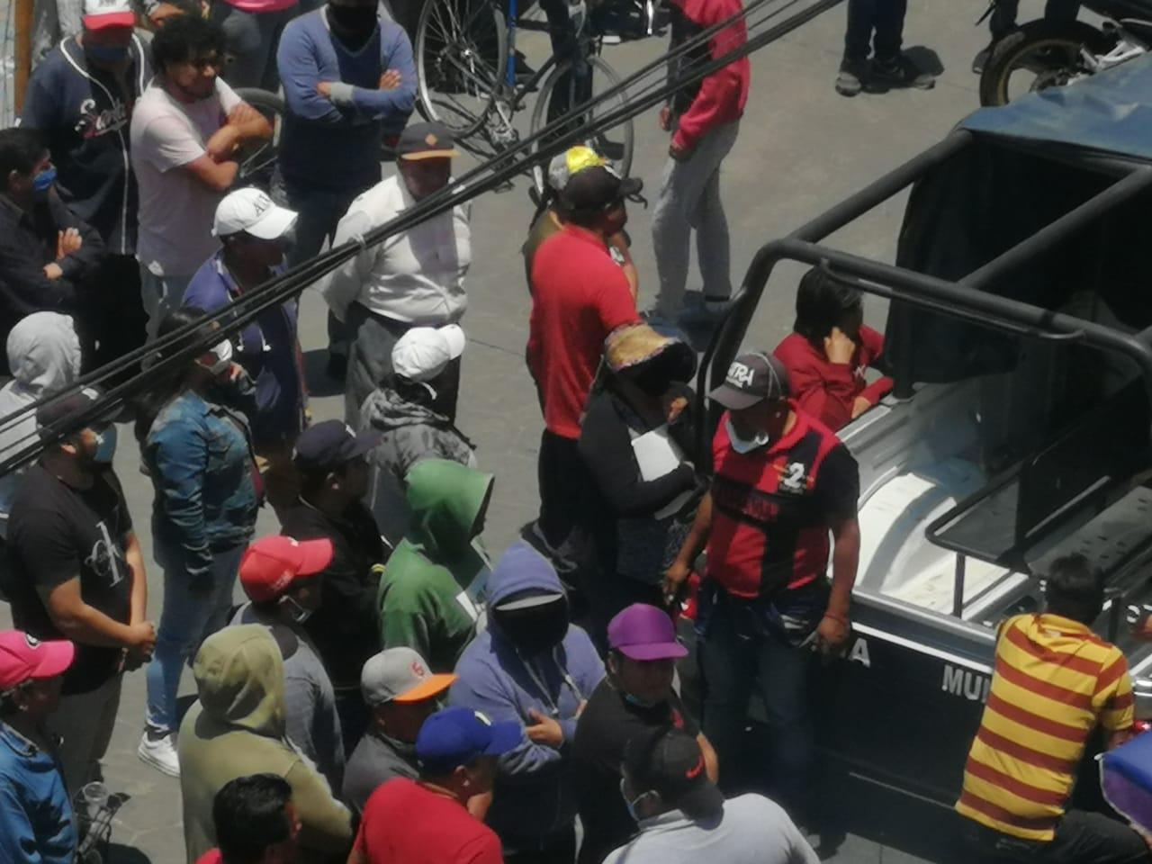 Con manifestación buscan instalar tianguis en Tlalancaleca