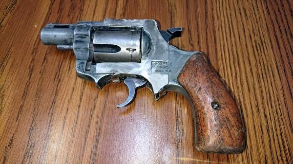 Aseguran a 2 sujetos con arma de fuego y droga en Tlalancaleca