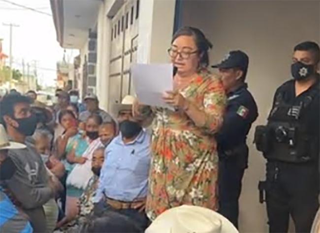 Habitantes de Tlapanalá toman el consejo municipal del IEE