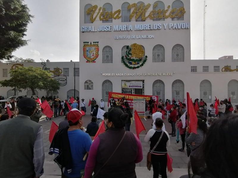 Vecinos de la colonia Movimiento Antrochista toman por tres horas edificio público en Tehuacán