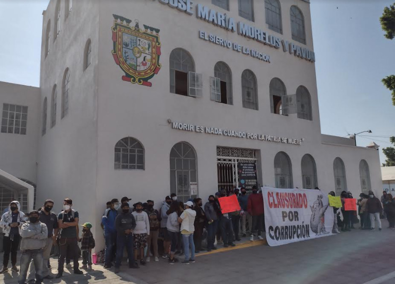 Continúa tomado edificio municipal en Tehuacán; habitantes exigen cancelar gasolineras