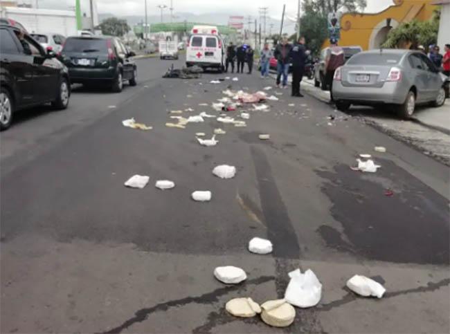 Repartidor de tortillas muere tras estrellarse de frente con auto en Izúcar
