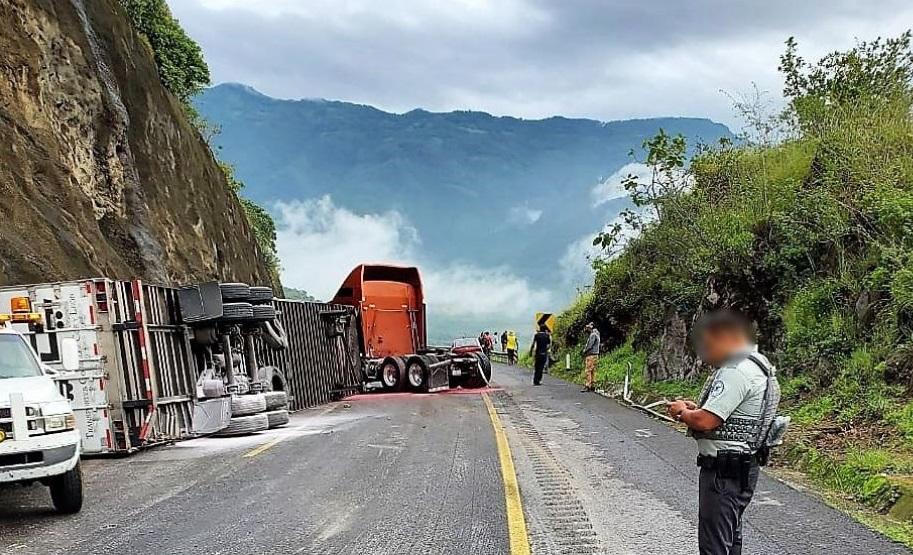 Después de cuatro horas reactivan circulación en la Puebla-Orizaba