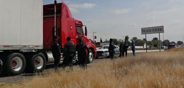 Tras persecución logran recupera tráiler en Texmelucan