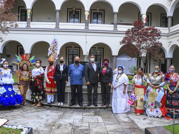 Organizan concurso de trajes típicos de Puebla