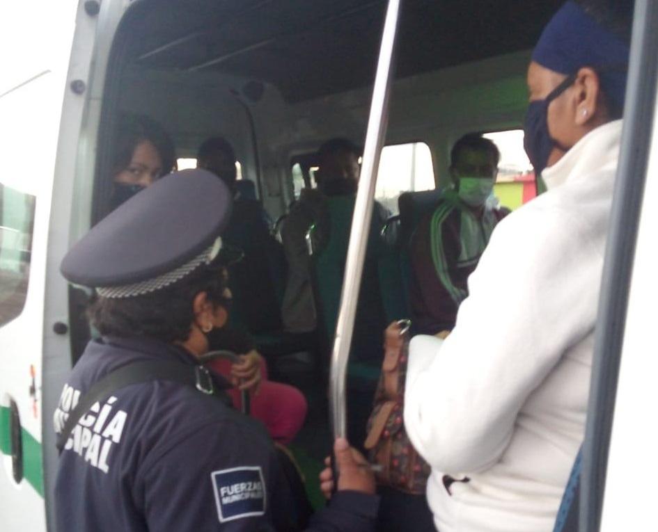 En Tecamachalco transporte público incumple medidas contra Covid-19