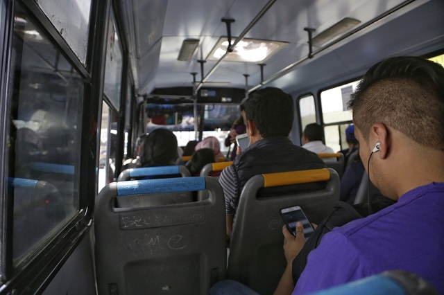 Propone Merlo designar el 30% de asientos en transporte público para mujeres