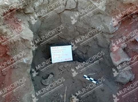 Hallan tumba troncocónica en sitio arqueológico de Cantona