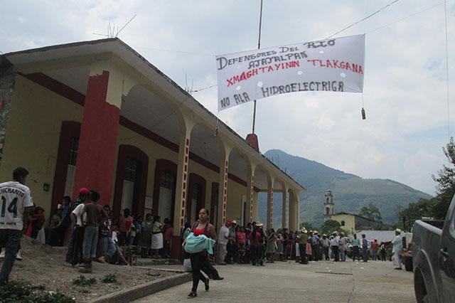 Entre protestas inicia construcción de hidroeléctrica en Tepatlán