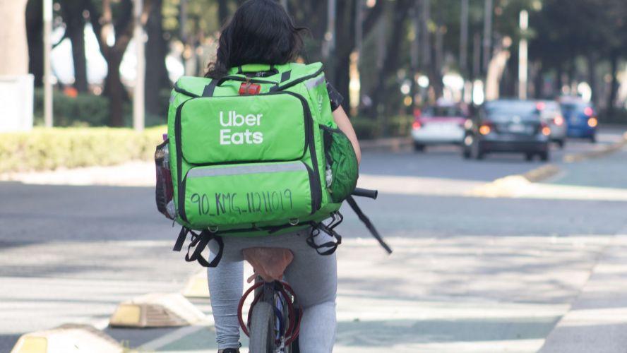 Alistan reforma a la ley para dar derechos laborales a repartidores de Uber Eats, Rappi y DiDi