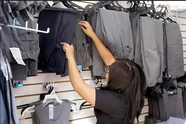 Habrá entrega de uniformes escolares gratuitos, pese a clases en línea: Barbosa