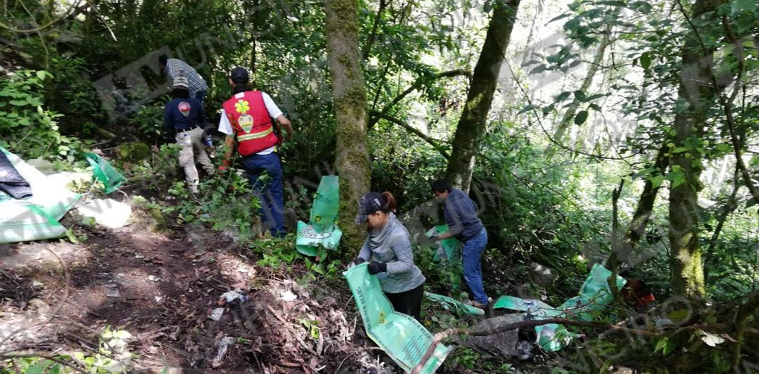Por su cuenta, ciudadanos limpian barrancas en Zacapoaxtla