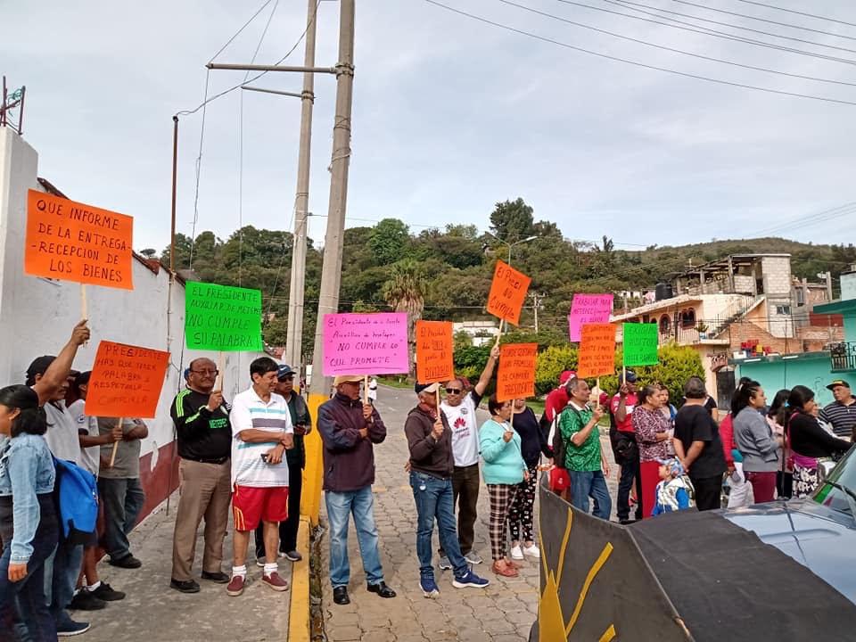 Se manifiestan contra edil auxiliar de Metepec