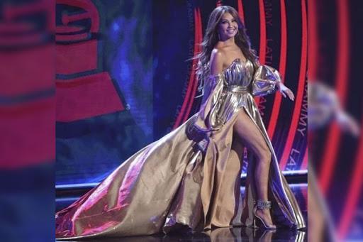 Thalia y su extravagante cubrebocas con diamantes