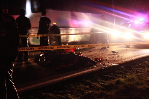 Mueren 3 personas en choque de motos en Tochtepec