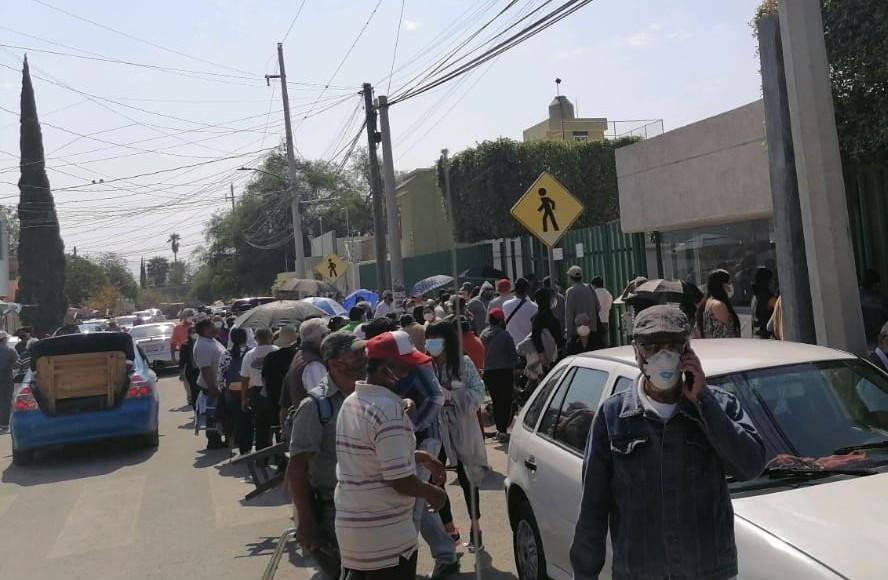 Con mejor logística, pero con retraso, segundo día de vacunación Covid en Tehuacán