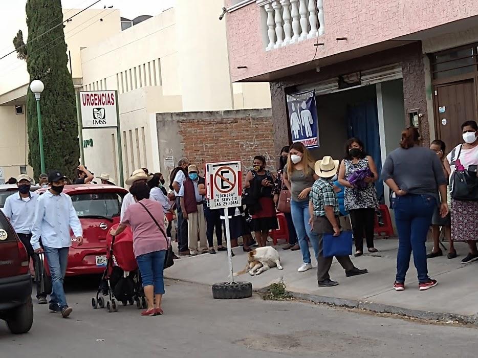 Con falta de vacunas y logística, primer día de vacunación covid19 en Tehuacán