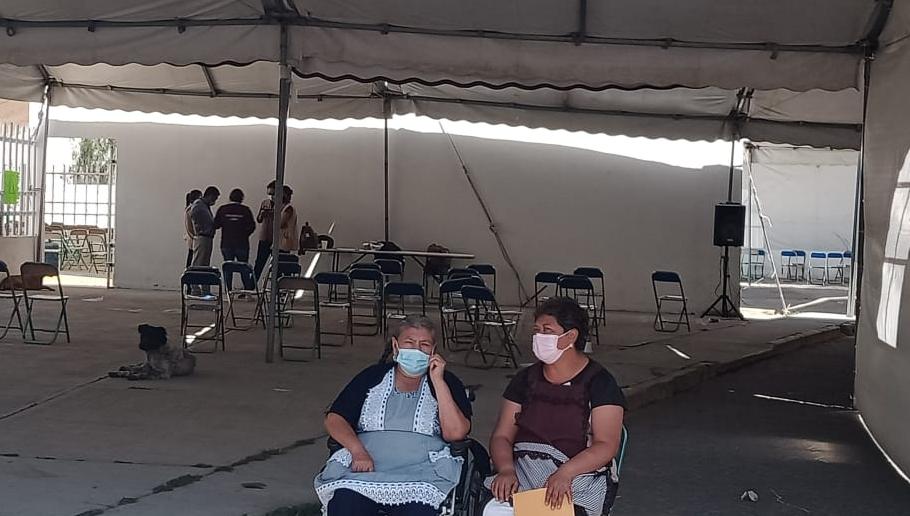 Se quedan sin recibir vacuna contra Covid19 adultos en Huixcolotla
