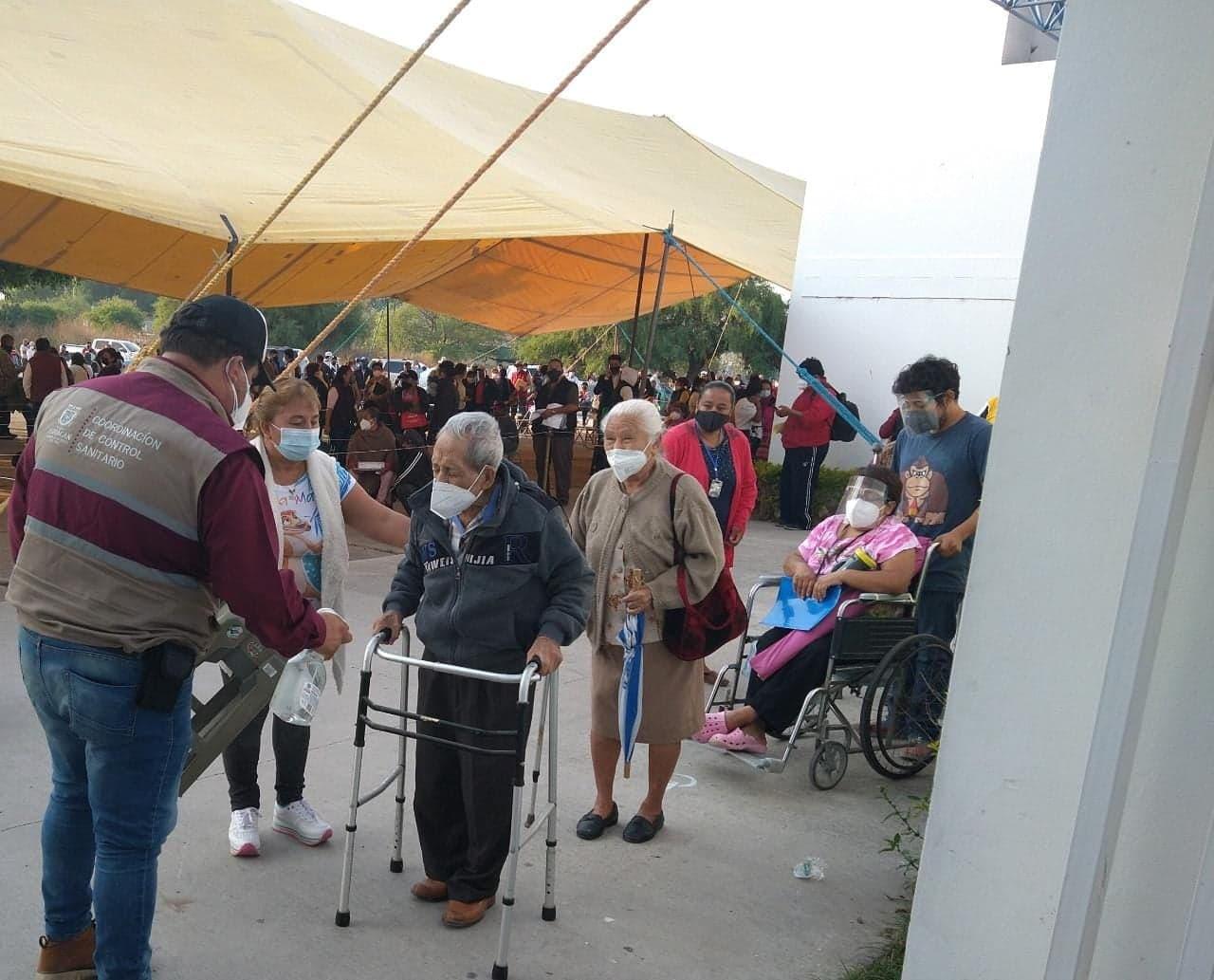 Calculan mal las dosis en Tehuacán y se quedan sin vacuna anticovid