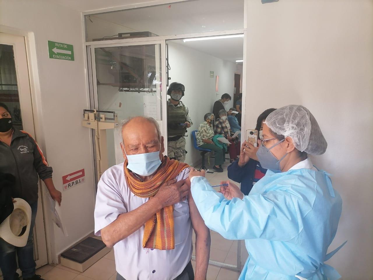 Inician vacunación Covid en El Verde, Tlahuapan y Tlalancaleca