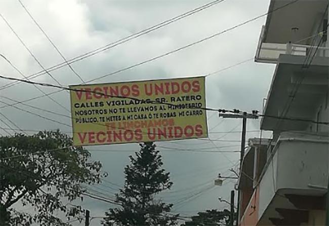 Con mantas vecinos de Juan Galindo amenazan con linchar a ladrones