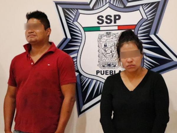 Cae pareja de ladrones de autos y narcomenudistas en Amozoc