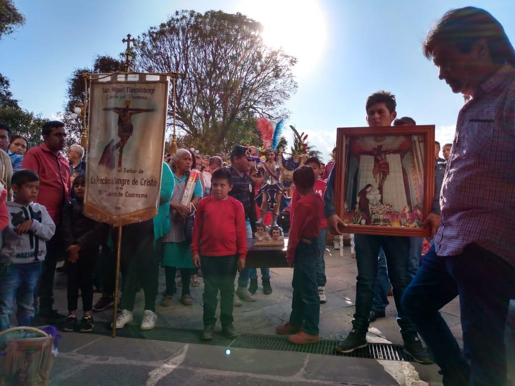 Peregrinos arriban a El Verde con ofrendas previo a Semana Santa