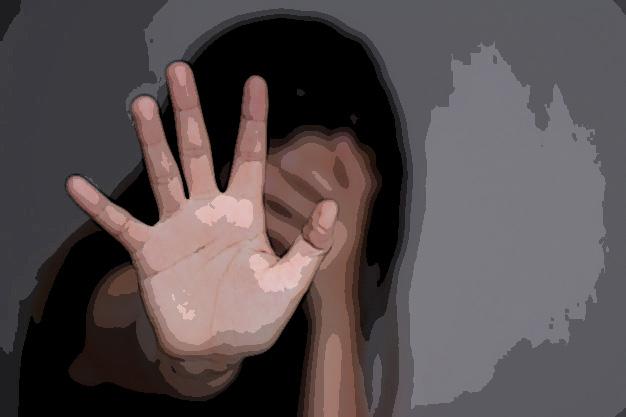Hombre ebrio golpea a su pareja en calles de Atlixco
