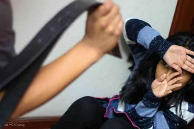 A golpes, mujer casi mata a sus tres hijas en Coronango