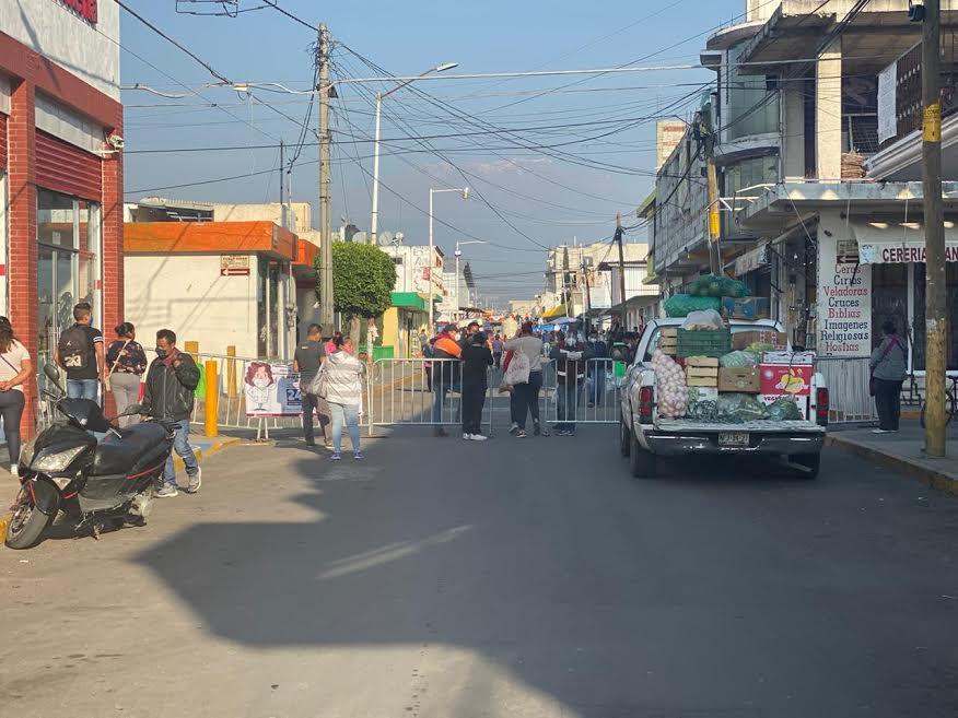 Instalan vallas para la operación del mercado de Huejotzingo