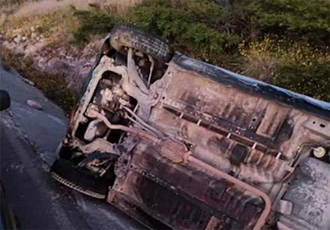 Hallan volcado automóvil en carretera a Santa Cruz Alpuyeca